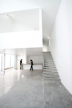 Casa De Uno byDear Architects    white and polished concrete