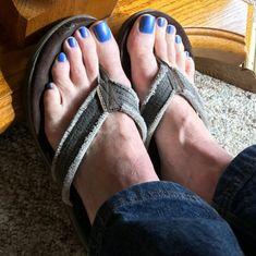Men Nail Polish, Toe Polish, Pretty Toe Nails, Pretty Toes, Mens Nails, Polished Man, Nice Toes, Sexy Gay Men, Painted Toes