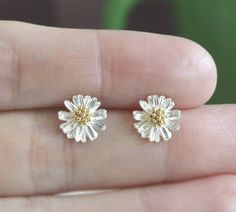 Charming Daisy Flower Earrings! Perfect for Spring  Summer. #BrightensYourDay –– Luulla.com