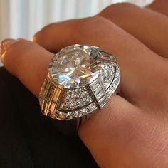 Love this retro period 9.38 carat diamond ring, in our next Paris jewels auction on 6 December.  @christiesjewels @christiesinc #christiesjewels #christiesinc #christies #christies250 #retro #diamond #platinum #ring #paris
