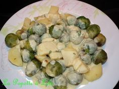 recette tirée du blog de Laetitia 300 g de choux de bruxelles 200 g de pommes de terre 1 000 g d eau 80 g de beurre 40 g de crème fraiche 3 cs de moutarde 1 cs de miel 10 g de persil 1/2 cc de sel Préparation : Laver et éplucher les légumes, couper les...