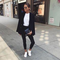Slim jeans // Black blazer // White T // White sneakers // Classic but deco . Jean slim // Blazer noir // Blanc T // Baskets blanches // Classique mais décon… Slim jeans // Black blazer // White T // White sneakers // Classic but casual //, Mode Outfits, Fall Outfits, Casual Outfits, Black Blazer Outfit Casual, Jean Outfits, Blazer And Jeans Outfit Women, Casual Sneakers Outfit, Black Blazer With Jeans, Casual Clothes