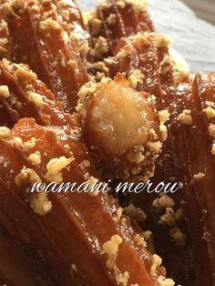 zlabia el banane sba3 la3roussa au miel Bonjour tout le monde, Durant le mois sacré du ramadan, ... Algerian Recipes, Ramadan Recipes, Beignets, Big Mac, Food Art, Biscuits, Cake Recipes, French Toast, Deserts