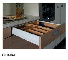 Häfele : système de tiroirs à double paroi MOOVIT. Il permet de nouvelles conceptions pour les cuisines, les laboratoires et les pharmacies, mais aussi pour les séjours, les salles de bain et les magasins.