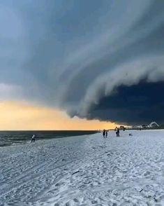 Tornados, Beach Picnic, Beach Fun, Florida Storm, Cloud Drawing, Wild Weather, Nature Gif, Ocean Photography, Beach Waves