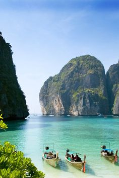 Long boats in Phi phi island, Thailand…..can't even explain the clearness of the water…STUNNING