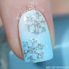 Macro snowflake mani by @nails_by_erin. Gorgeous!