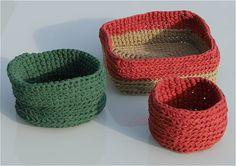 Häkelkörbchen aus selbstgemachtem T-Shirt-Garn / Yarn made of old shirts crocheted into Easter baskets / Upcycling
