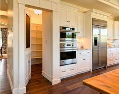 Like the cabinet style and up to the ceiling and love the walk-in pantry behind the fridge!