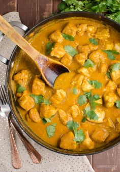 I didn't think it was possible to create a low syn chicken korma that still tastes amazing, but I think I have actually cracked it with this one. When you hear the word korma, you Slimming World Dinners, Slimming World Recipes Syn Free, Slimming World Diet, Slimming Eats, Slimming World Korma, Slimming World Chicken Korma, Slimming World Chicken Recipes, Indian Food Recipes, Diet Recipes