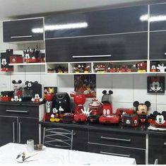 Cozinha Do Mickey Mouse, Minnie Mouse Kitchen, Minnie Mouse House, Mickey Mouse House, Casa Disney, Disney Rooms, Disney Bathroom, Disney Kitchen, Mickey Mouse Decorations