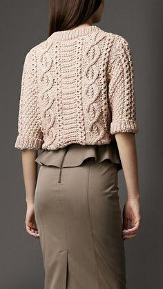 pull irlandais, outfit femme moderne avec le pull d'aran