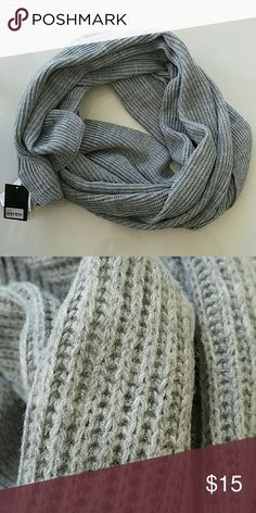 Nwt Chunky Kint Scarf 100% acrylic.  Never worn.  Thick and chunky.  Not negotiable since its new.  🛇 No trades no PayPal 🚫 Forever 21 Accessories Scarves & Wraps