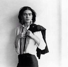 Frida Kahlo I'd never seen this before. Assuming this is what the patti smith portrait is referencing