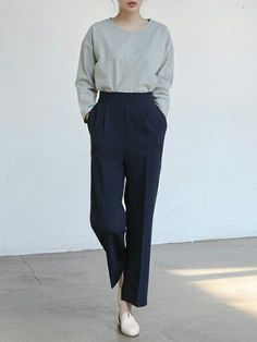 Beautiful Minimalist Style for Women 11 Simple Outfits, Classy Outfits, Cool Outfits, Vintage Outfits, Casual Outfits, Fashion Outfits, Noora Skam Style, Slacks Outfit, Fashion Terminology