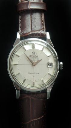 - Automatic Movement with Center Second - Stainless Steel Case displaying the Constellation Logo on the back - 34 mm diameter (w/o crown) - Years of Construction: Omega Constellation Automatic, Macro Pictures, Pie Pan, Vintage Omega, Vintage Models, Vintage Watches, Stainless Steel Case, Constellations, Chronograph