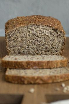 einfaches und schnelles Rezept für Low-Carb Eiweissbrot Do you want to do without carbohydrates? Then try my recipe for delicious low-carb protein bread - quick and easy to bake Carb Rezepte Protein Bread, Low Carb Protein, Healthy Protein, Protein Foods, Quick Recipes, Quick Easy Meals, Low Carb Recipes, Baking Recipes, Law Carb