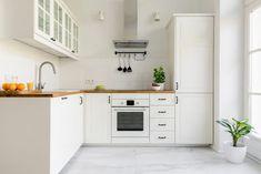 8 Kitchen Trends To Avoid, According to Real Estate Agents — Apartment Therapy Kitchen Stocked, Home Trends, Small Kitchen, Home Kitchens, Trending Decor, Minimalist Kitchen, Kitchen Trends, Open Floor Plan Kitchen, White Kitchen Interior