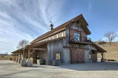 This beautiful rustic barn style house [Building] - Architecture and Urban Living - Modern and Historical Buildings - City Planning - Travel Photography Destinations - Amazing Beautiful Places Barn House Plans, Barn Plans, Barn Home Kits, Garage Plans, Barn Homes For Sale, Barn Living, Pole Barn Homes, Rustic Barn Homes, Dream Barn