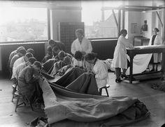Meisjes in de Textielschool