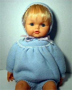 Capelli cotonati e spalline: i look anni '80 delle bambole