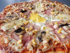 Výborná domácí pizza. Super recept na tu nejlepší domácí pizzu pizzu. Těstíčko je krásně vláčné. Tato domácí pizza je opravdu výborná, jako z pizzerie... Pizza Snacks, Hawaiian Pizza, No Bake Cake, Good Food, Brunch, Food And Drink, Favorite Recipes, Healthy Recipes, Baking