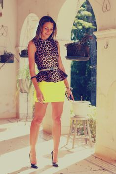 #fashion #fashionista Vanessa fantasia giallo Blusa de oncinha peplum e saia bandagem neon | Decor e Salto Alto