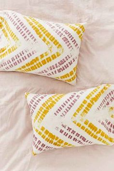 Zig Zag Shibori Pillowcase Set - Urban Outfitters