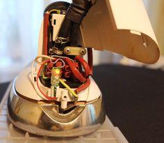 Perao LAMP-A1 полезное и приятное улучшение гладильной системы Laurastar. Есть возможность получить бесплатно. https://www.facebook.com/peraocompany/posts/892193084134794 Янтарный сигнал свидетельствует об активном нагреве (утюг подогревается до нужной температуры).