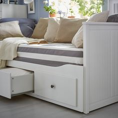 IKEA - HEMNES, Daybed frame with 3 drawers, , With this daybed you quickly and easily create space for overnight guests. Ikea Hemnes Daybed, Hemnes Day Bed, Painted Beds, Painted Drawers, Ikea Bedroom, Bedroom Furniture, Ikea Duvet, Luxury Furniture, Lit Banquette 2 Places