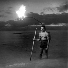 Pescador nocturno en Hawai. 1948.