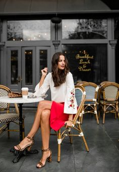 the miller affect wearing a red pencil skirt from ann taylor Photography Poses Women, Girl Photography, Pinterest Photography, Coffee Photography, Sidewalk Cafe, Coffee Girl, Facon, Mode Style, Look Fashion
