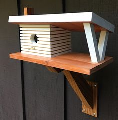Joseph Eichler, Bird House Feeder, Bird Feeders, Woodworking For Kids, Woodworking Projects, Simple Workbench Plans, Modern Birdhouses, Homemade Bird Houses, Simple Shed