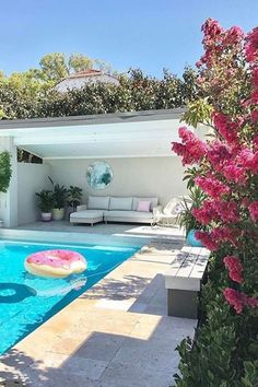 garden pool Decor Pools : Rectangle Travertine Decor Pools : Rectangle Travertine -Read More The post Decor Pools : Rectangle Travertine appeared first on Garden Ideas. Pool Cabana, Swimming Pool Designs, Small Backyard, Backyard Design, Pool Decor, Swimming Pools