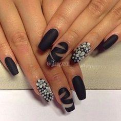 #nails #nailart #blackisblack #lamoglietatuata