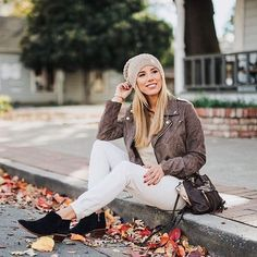 Absolutely adore the fall vibes from @arianalauren with her @koobabags #kooba #fallstyle #fallvibes #fashion #ootd
