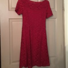 MAKE AN OFFER‼️Laundryby Design Cocktail dress Sz4 Laundry by Design Red Cocktail dress Size 4 Such a lovely dress in absolute mint condition Fitted waistline. Laundry by Design Dresses Midi