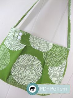 Two little buttons and sweet little pleats make all the difference on this fabric purse.