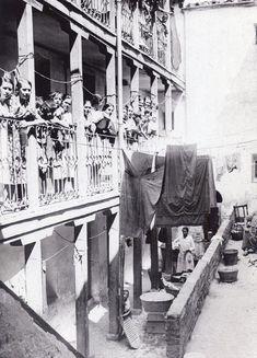 Corrala de Doña Carlota en el Puente de Vallecas en 1933. El autor es Santos Yubero