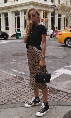 0a2e0be314 Love this simple black tee and leopard print skirt combo! ♥ Stunning and  stylish outfit