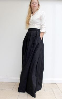 Outfits With Maxi Skirts, Long Skirt Outfits For Summer, White Maxi Skirts, Modest Skirts, Dresses, Long Black Skirt Outfit, Maxi Skirt Formal, Pleaded Skirt, Vestidos
