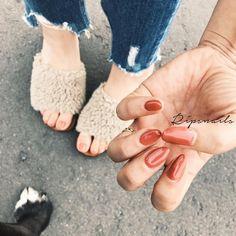 mynail&mybaby お気に入りcolorを 1カラーで ブラウンががったオレンジ footは少し明るめな くすみオレンジ オレンジBOOM再び