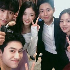Park Bo Gum, Kim Yoo Jung, Kwak Dong Yeon, & the rest of the cast take a selfie! See them together in 'Moonlight Drawn By Clouds' K Drama, Drama Fever, Asian Actors, Korean Actors, Korean Dramas, Love In The Moonlight Kdrama, Kim Yoo Jung Park Bo Gum, Hi School Love On, Kwak Dong Yeon