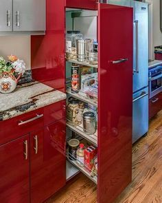 Red kitchen cabinets have some stylish ideas to bring kitchen beautiful and interesting. You can bring it by one of 20 stylish ways to work with red kitchen cabinets. I will tell you the reason why this year will be the year of red kitchen cabinets. Kitchen Room Design, Home Decor Kitchen, Kitchen Interior, Home Kitchens, Decorating Kitchen, Ikea Kitchens, Decorating Ideas, Decor Ideas, Red Kitchen