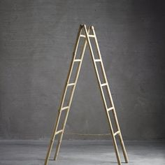 Bamboo ladder for the home where natural materials and simple design are the guidelines for the decor. Use the bamboo ladder in the bathroom for towels, or let it be a decorative clothing rack in the bedroom for clothes or bedspread.