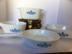 Cornflower Blue Corning Ware Casserole Dishes Vintage Shabby Chic Set of 4 Retro vintage Serving Dishes Collectibles Rustic Shabby Chic, Vintage Shabby Chic, Etsy Vintage, Timeless Kitchen, Vintage Mason Jars, Blue Dishes, Country Chic Cottage, Beautiful Houses Interior, Vintage Dinnerware