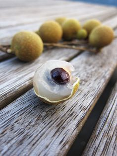 "Longan  (TASTED ♥♥♥♥)  - Another lychee-like fruit. I'm beginning to think ""tastes like lychee"" is the ""tastes like chicken"" of the fruit world."