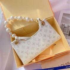 Fashion Handbags, Purses And Handbags, Fashion Bags, Fashion Accessories, Replica Handbags, Luxury Purses, Luxury Bags, Sacs Louis Vuiton, Aesthetic Bags