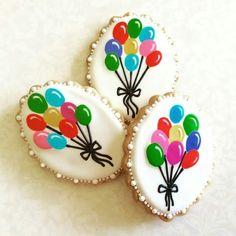 Birthday balloon bouquet decorated sugar cookies / biscuits.  Galletas decoradas.