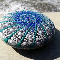 garden care schedule Mandala S - gardencare Seashell Painting, Dot Art Painting, Painting Patterns, Stone Painting, Mandala Art, Mandala Painting, Mandala Painted Rocks, Mandala Rocks, Stone Mandala